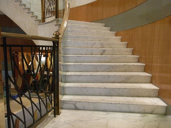 Đá granite ốp cầu thang theo phong thủy