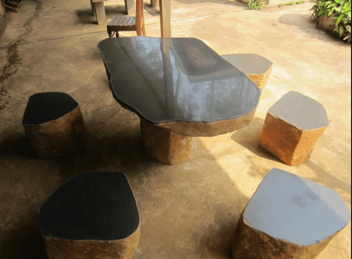 Bàn đá tự nhiên: nét chấm phá mới trong nội ngoại thất đương đại