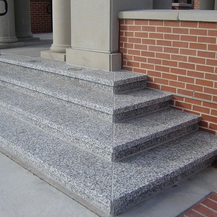 Cầu thang đá granite: vẻ đẹp của sự chắc chắn